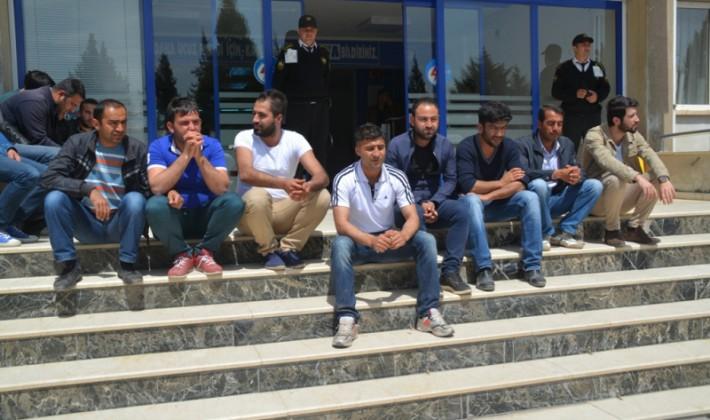 Siirt'te İşten Çıkarılan Çalışanlar DEDAŞ'ı Protesto Etti