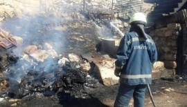 Siirt'te Meydana Gelen Yangında Bir Araç Ve Bir Evin Deposu Yandı