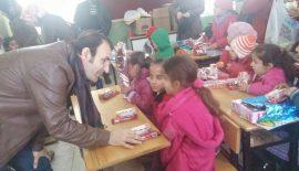 Üniversite Öğrencilerinden Köy Okuluna Yardım