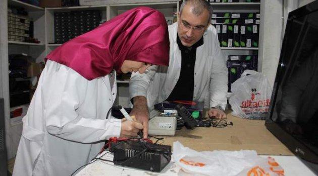 İşte Siirt'in İlk Kadın Telefon Tamircisi