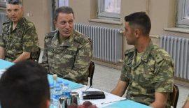 Genelkurmay Başkanı Orgeneral Hulusi Akar, Siirt'in Eruh'da Askerlerle İftarını yaptı