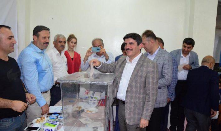 AK Parti Kayabağlar Belde Teşkilatı Kongresi Yapıldı