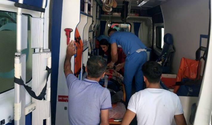 Siirt'te Tarım Aracı Devrildi 4 Yaralı