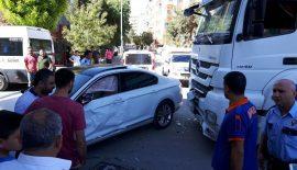 Siirt'te Kamyon Otomobile Çarptı