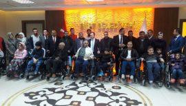 10 Bedensel Engelli Vatandaşa 10 Akülü Sandalye Hediye Edildi