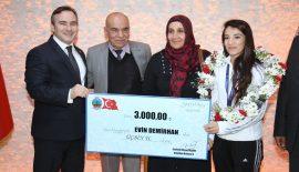 Dünya Şampiyonu Güreşçimiz Demirhan Siirt Belediyesini Ziyaret Etti