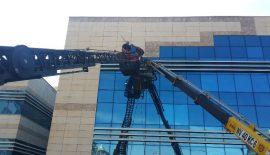 Siirt'te İki İşçi Vinç Sepetinde Mahsur Kaldı